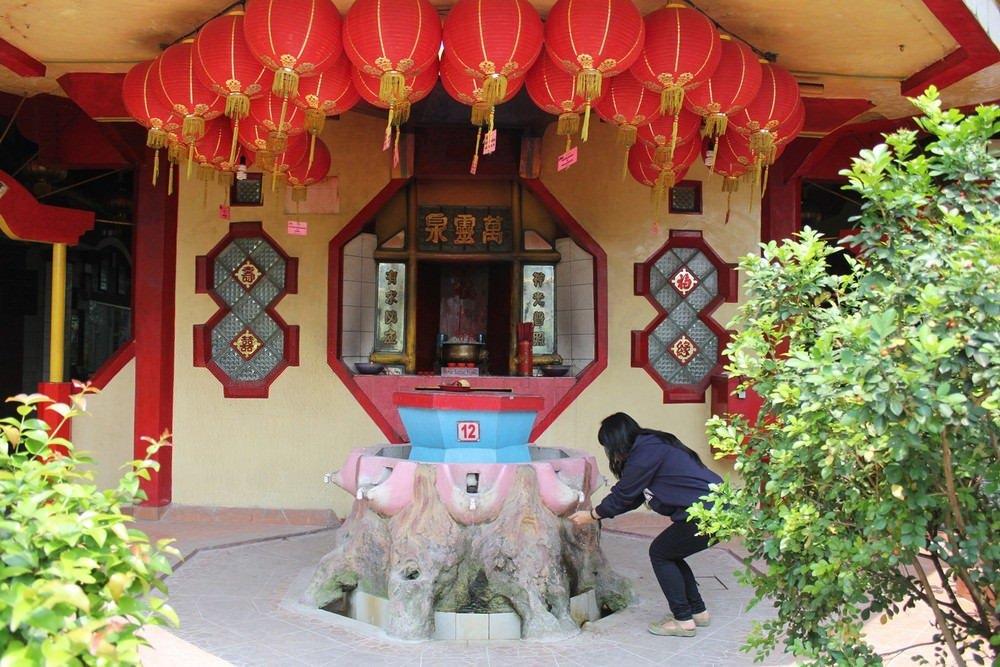 Berdoa dan Berwisata di Vihara Boen San Bio