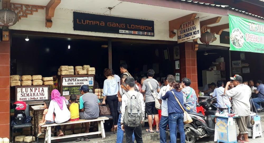 7 Kuliner Semarang yang Bikin Kangen - Rela Mengantre demi Lumpia Gang Lombok Semarang