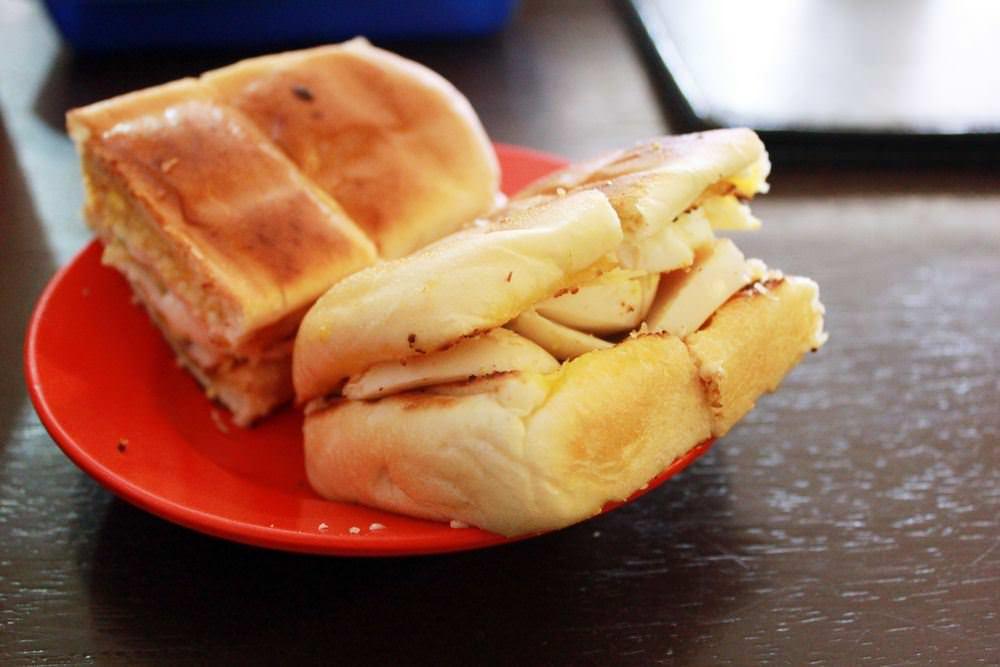 Ada yang Kurang Saat Mencicipi Roti Telur dan Kopi Tarik Tung Tau