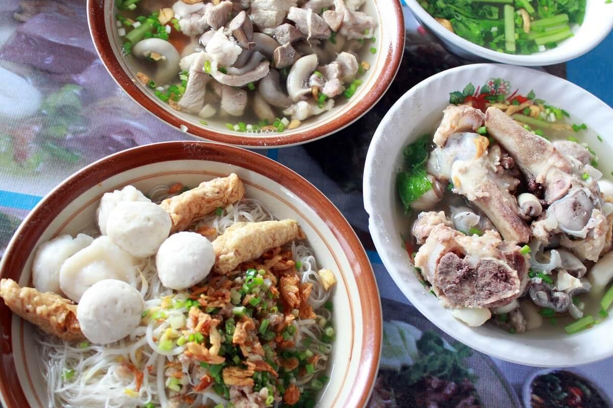 Mie Lokut Bangka, Tempat Makan Jeroan Babi Paling Mengenyangkan