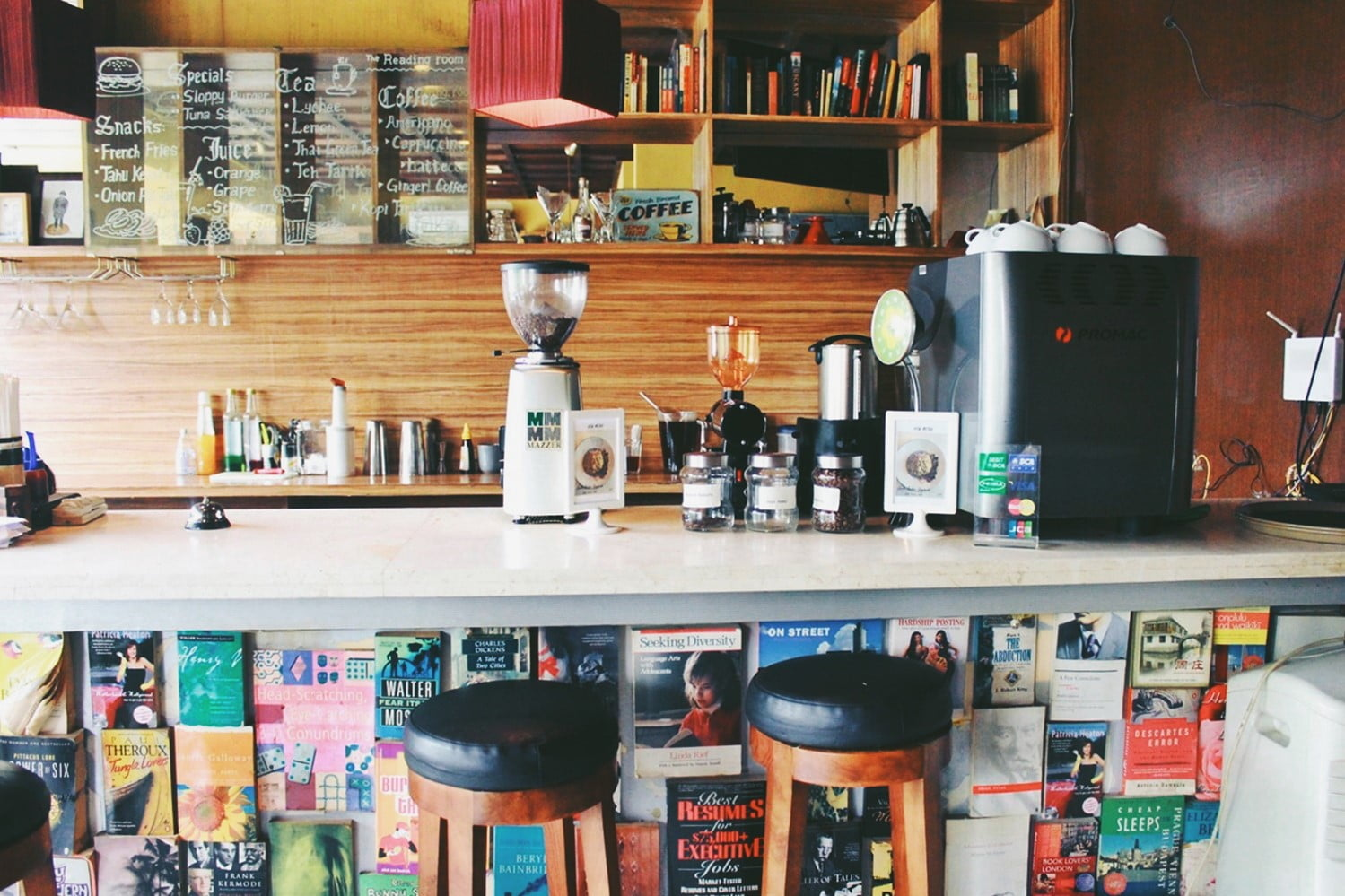 Nagra dan Aru, The Reading Room, Kemang Sensasi Makan di Perpustakaan