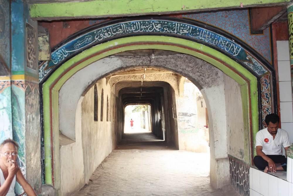 Perjalanan Singkat Mengungkap Makna di Masjid Seribu Pintu