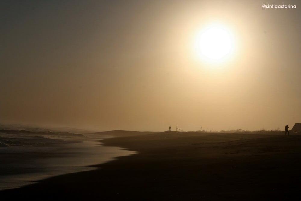 mengantar matahari di parangtritis - yogyakarta