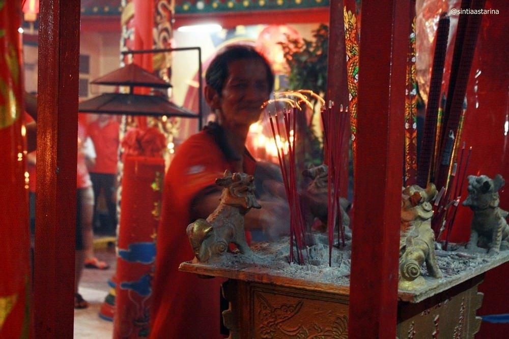 Merah Meriahnya Perayaan Tahun Baru China di Vihara Boen Tek Bio