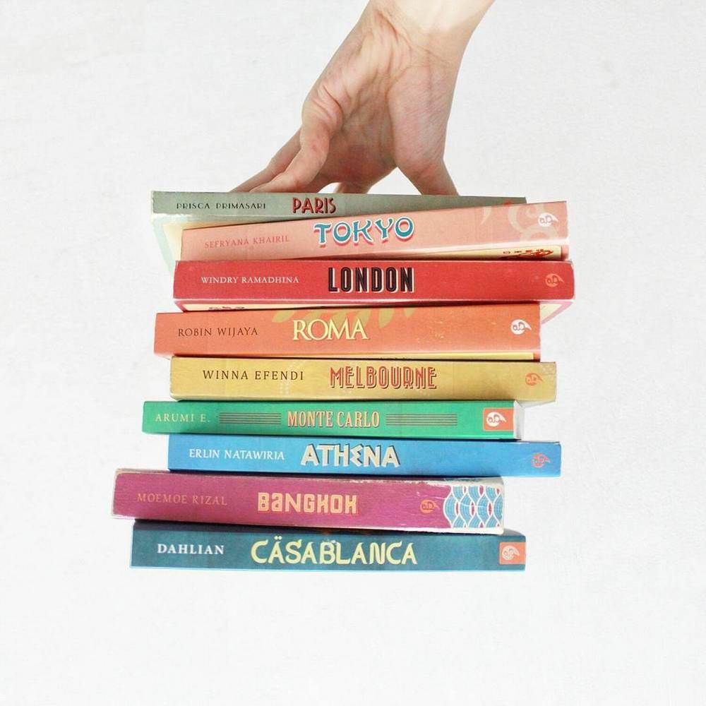 Sintia Astarina - 30 Bookstagram Terms You Should Know - 20 Inspirasi Rainbow Bookshelf di Bookstagram yang Bikin Betah Baca Buku Seharian - 5 Tips Memilih Buku untuk Dibawa Saat Traveling