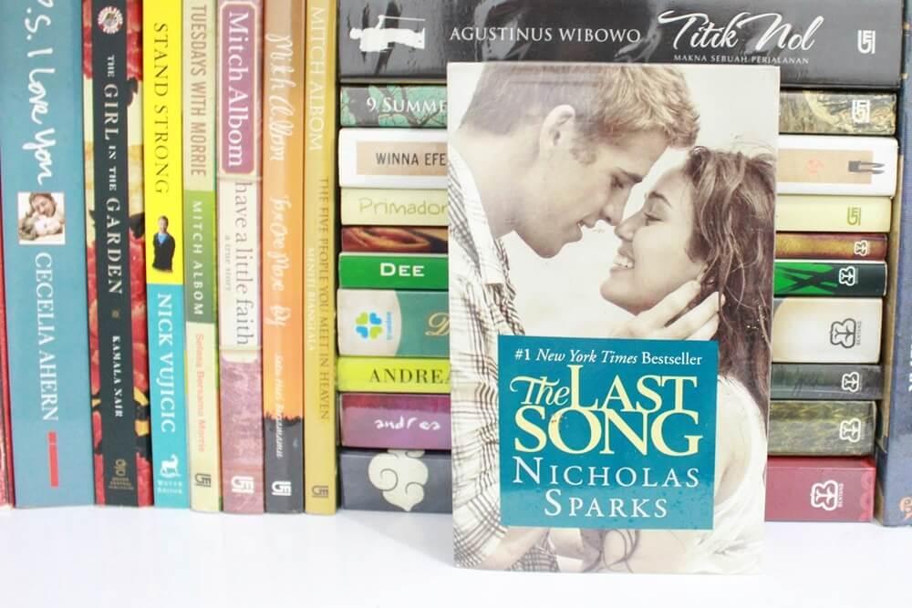 nicholas sparks, buku fiksi romantis