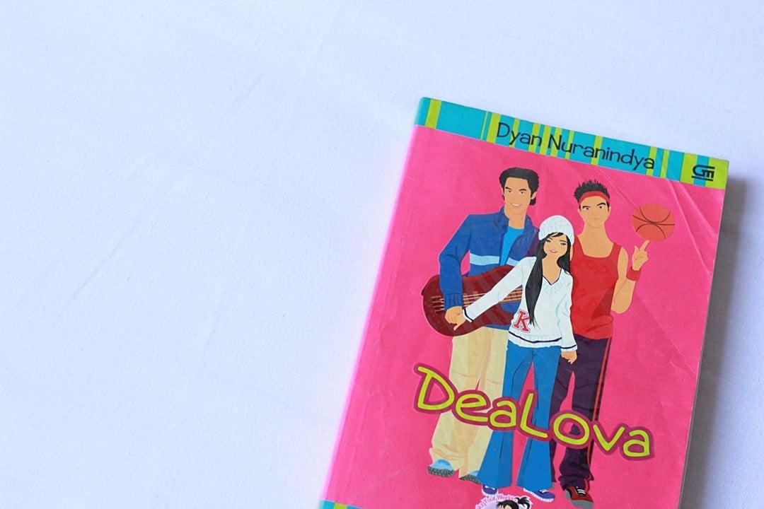 3 Penulis Teenlit Favorit yang Novelnya Bikin Kangen Masa SMA