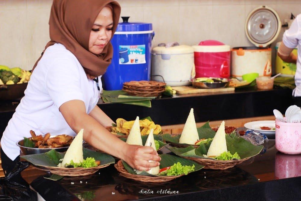Nikmatnya Nasi Liwet Spesial Kedai Cika Selagi Hangat