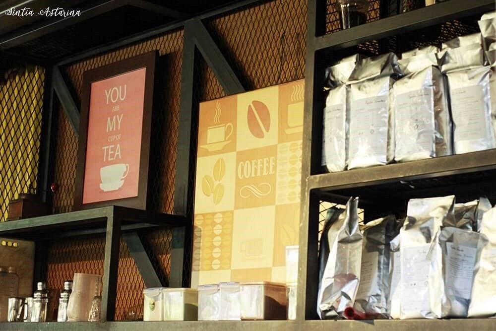 Menyeruput Kopi Hangat di Yellow Truck Coffee & Tea Bandung