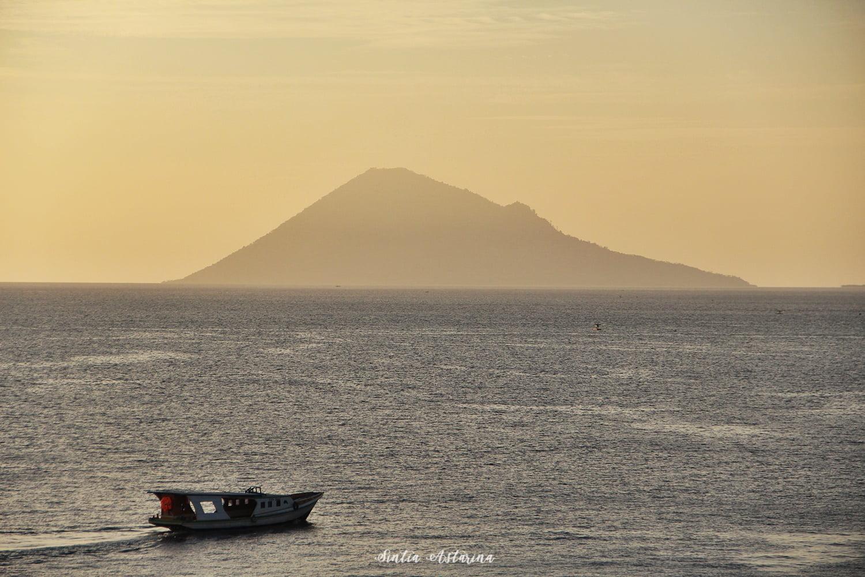 Melepas Lelah Ditemani Sunset di Four Points by Sheraton Manado