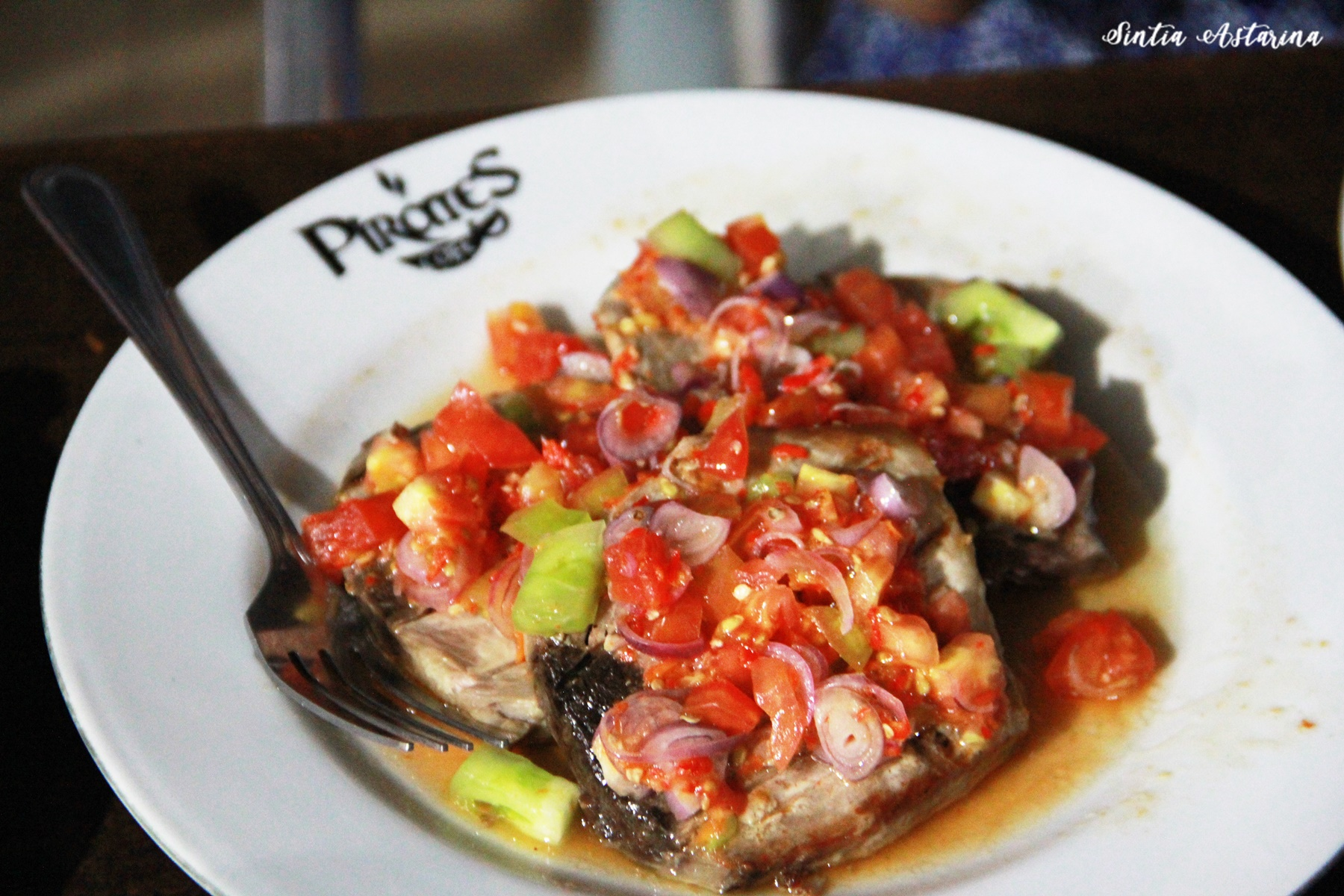 Ikan Bakar Rica, Menu Terfavorit di Pirates Cafe Manado