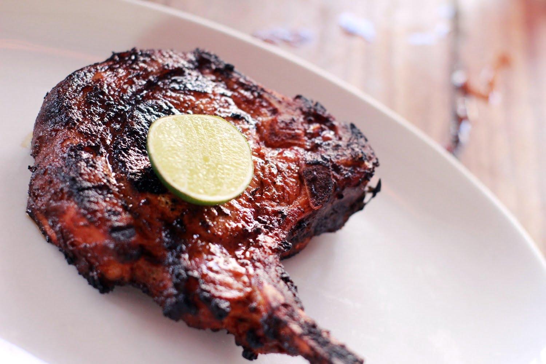 Pork Chop Paling Enak Cuma Ada di Hog Wild with Chef Bruno, Bali (7) - 4 Tempat Makan Romantis di Bali yang Bisa Dikunjungi Bareng Pasangan