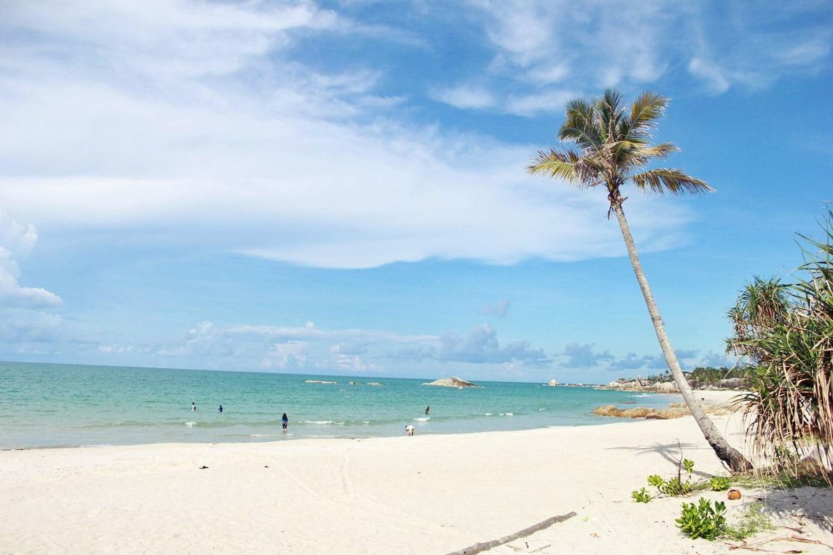 Enggak Pernah Bosan Main ke 7 Pantai Terindah di Pulau Bangka Ini - Pantai Rambak