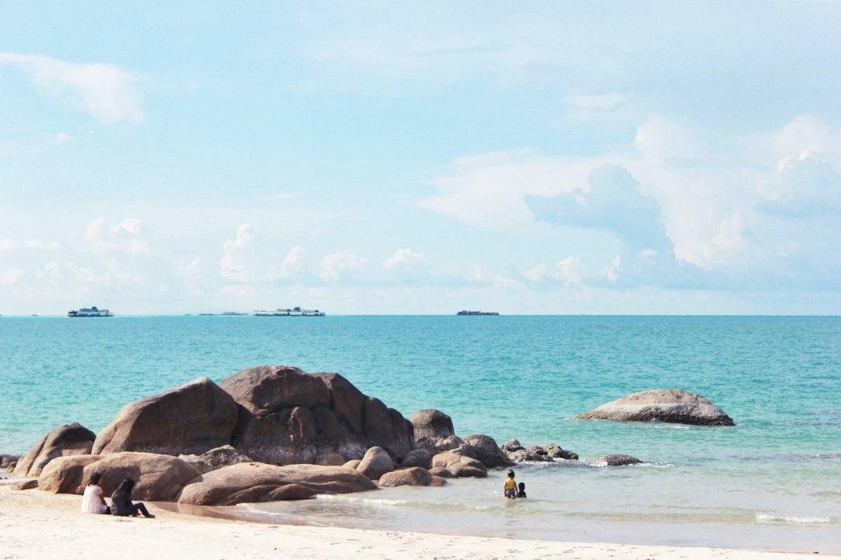 Enggak Pernah Bosan Main ke 7 Pantai Terindah di Bangka Ini - Pantai Rambak