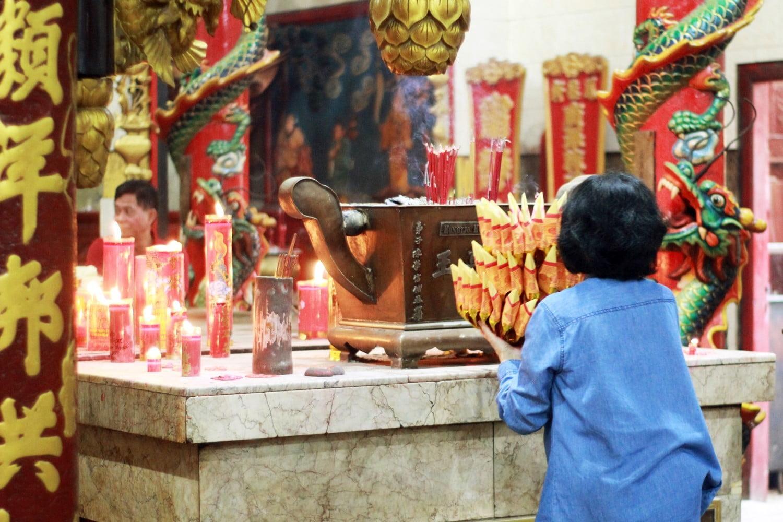 Menyaksikan Wayang Potehi di Hong Tiek Hian, Klenteng Tertua di Surabaya