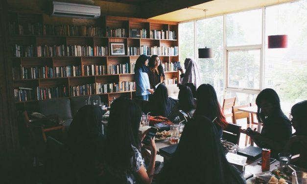 The Reading Room, Kemang: Sensasi Makan di Perpustakaan