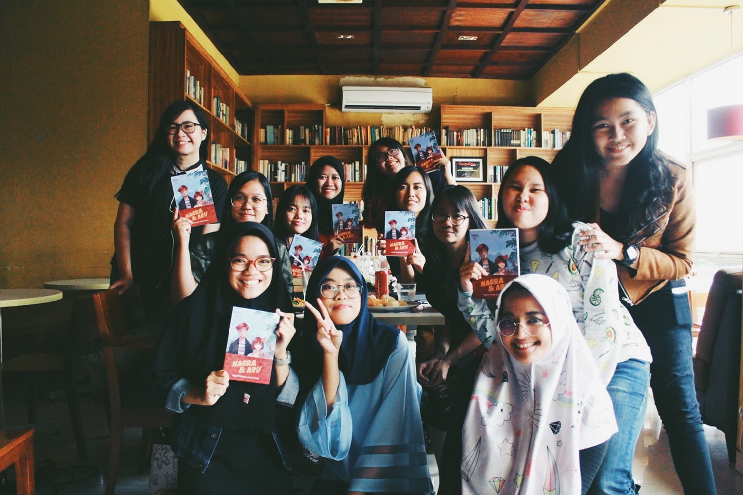 Nagra dan Aru, The Reading Room, Kemang Sensasi Makan di Perpustakaan - Serunya Kumpul dan Makan Siang Bareng Nagra dan Aru