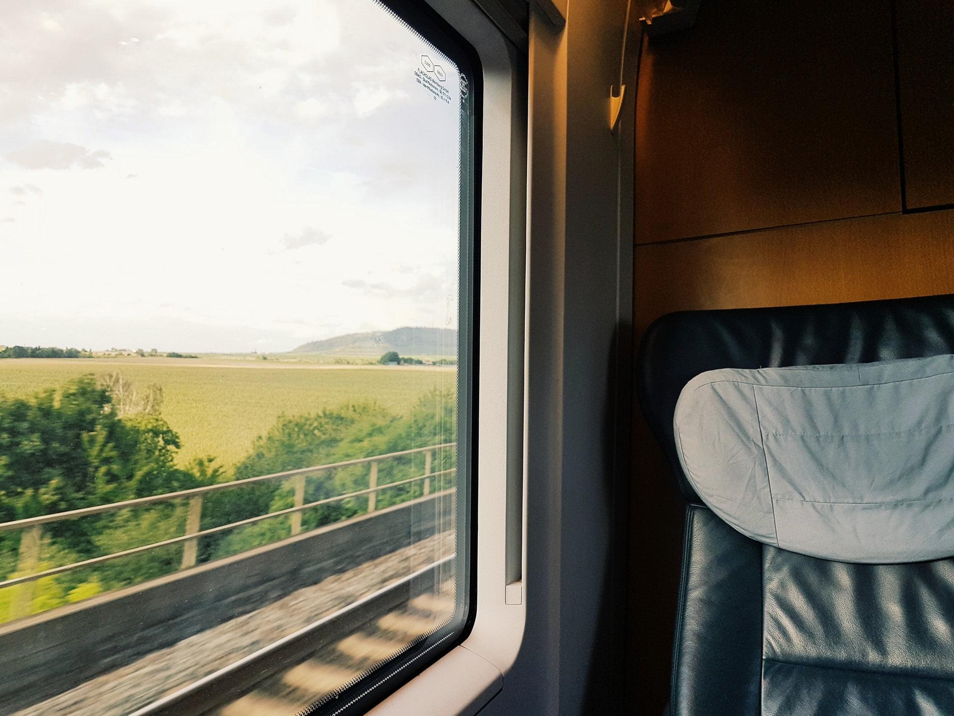 5 Alasan Bawa Buku Saat Traveling