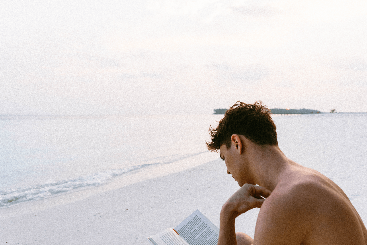 10 Male Bookstagrammers Who Will Inspire You to Read More