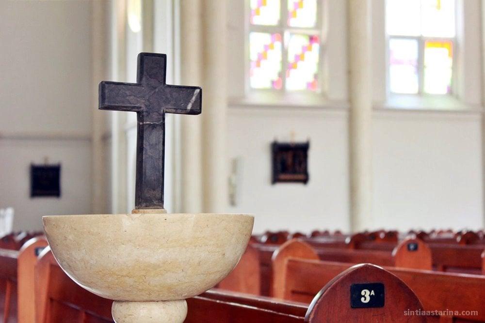 https://www.sintiaastarina.com/wp-content/uploads/2019/03/Gereja-Tertua-di-Surabaya-Gereja-Katolik-Kelahiran-Santa-Perawan-Maria-13-1.jpg