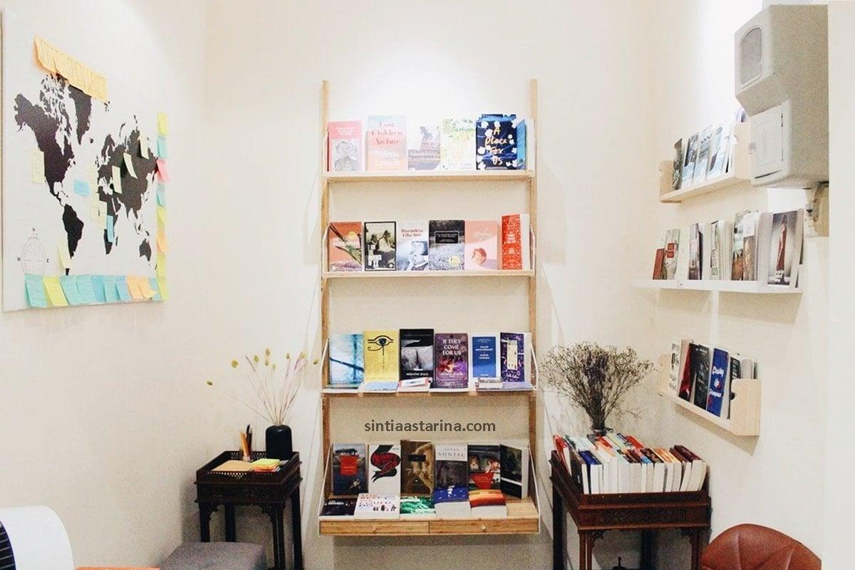 Membawa Buku di Penjuru Dunia ke Transit Bookstore Pasar Santa