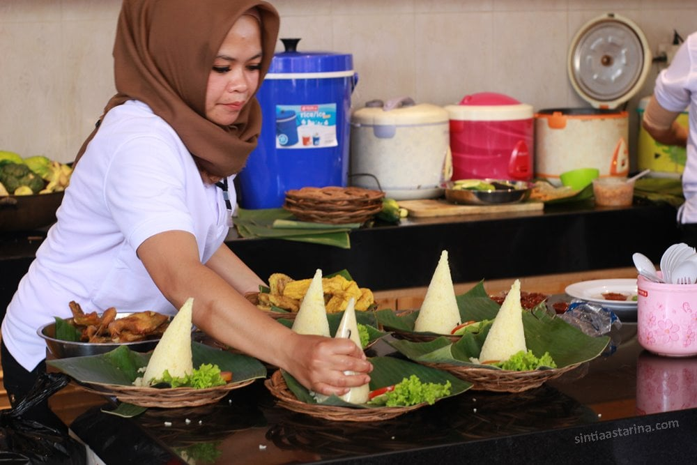 Nasi liwet Spesial Kedai Cika Dusun Bambu Bandung