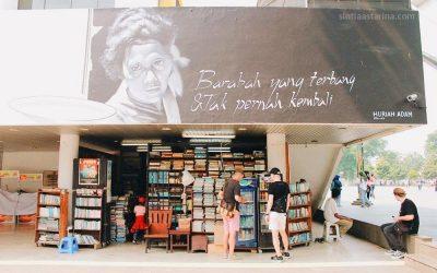 Menyusuri Tumpukan Buku-buku Lawas di Galeri Buku Bengkel Deklamasi