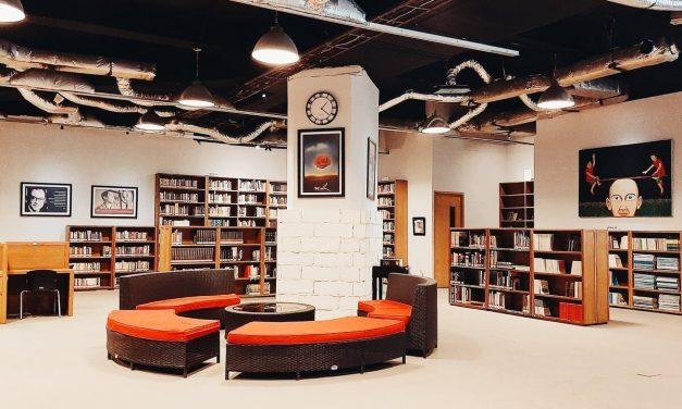 Nyamannya Membaca Buku di Perpustakaan Freedom Institute