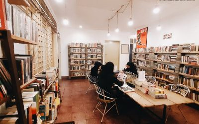 Sore Hari Bersama Buku-buku di Halaman Belakang Kineruku Bandung