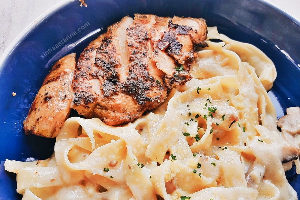 Grilled Chicken Fettuccine Carbonara