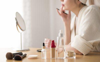 Bikin Wajah Happy Terus dengan 8 Rekomendasi Skincare untuk Traveling